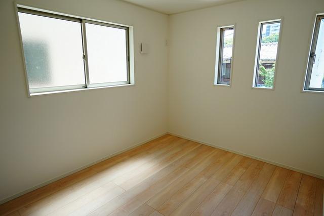 住む人のこだわりを活かす洋室^^日当たりがよく、寝室としての利用もおすすめ。