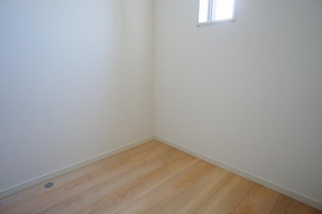 2階にはクロークがあるので、趣味の道具を置いたり、衣替えで洋服を収納するのにも便利ですね。