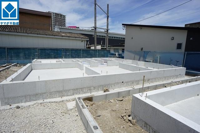 現地(2021年7月)撮影 5号棟 4.5.6.7号棟は東区、馬出小学校、福岡中学校となります。4号棟は博多区と東区を跨いでおります。