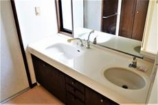 洗面台が2つあるので、忙しい朝も混雑することがなく快適に過ごせますね^^