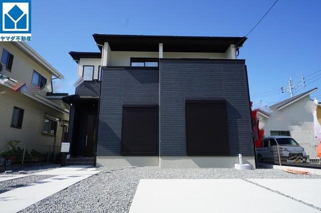 賃貸ではご家族2台で1万円以上払われている方も多い駐車場。こちらの家には停めやすい並列駐車が2台分ついてます。