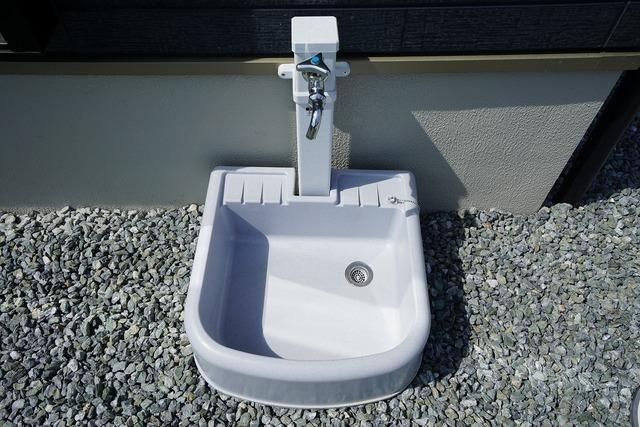 お車の洗車や外壁のお掃除などあると便利な外水栓。
