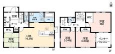 4LDKとウォークインクローゼットでゆとりのある暮らしが実現。リビングは和室を合わせると21帖の開放感あふれる空間です。2階は洋室が3部屋あるので、お子様が大きくなっても安心ですね。