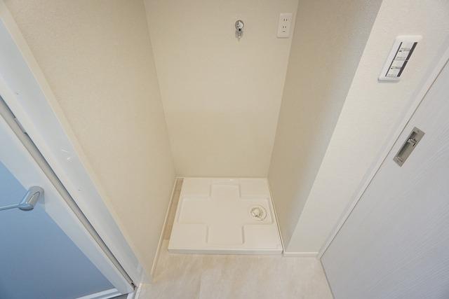 洗濯置き場には水漏れを防ぐ防水パン完備。