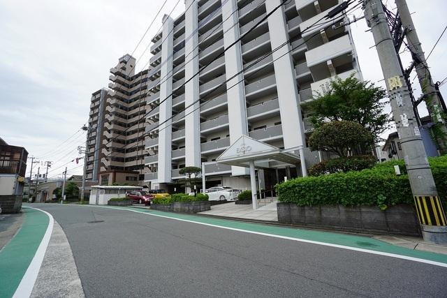 福間駅まで徒歩4分、都心へのアクセス良好。スーパーやコンビニなども近く周辺環境充実。 快適でゆとりのある生活空間で新生活を始めましょう^^