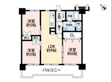 各居室に収納がある3LDKです。3部屋につながるワイドバルコニーは南側にあり、部屋全体が明るい空間に。