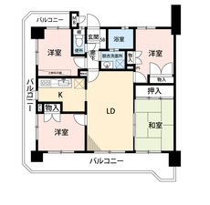 4LDKと全居室収納でゆとりのある暮らしが実現。リビングは15帖以上の開放感あふれる空間です。角住戸、広い3面バルコニーでお部屋が明るくなります^^