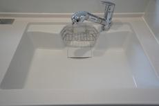 同仕様写真。色も形もキレイなシンクは、広さも確保しているので、大きめの鍋も簡単に洗えます。
