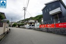 こちらの家には停めやすい並列駐車が2台分ついてます。車好きのご主人の洗車もゆったり。