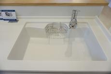 同仕様写真。浄水器内蔵のハンドシャワー水栓です。簡単操作でお湯や水の無駄づかいをカットします。